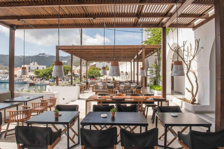 διαμόρφωση εξωτερικού χώρου ξενοδοχείου στην Πάτμο |sea breeze